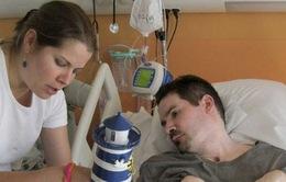 Bệnh nhân sống thực vật 10 năm ở Pháp qua đời sau một tuần rút ống thở