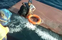 Tàu chở 15.000 lít dầu bị chìm ở Quảng Trị