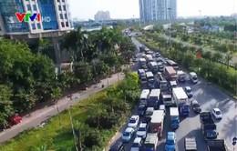 Bất cập nút giao Đại lộ Thăng Long - Trần Duy Hưng - Khuất Duy Tiến