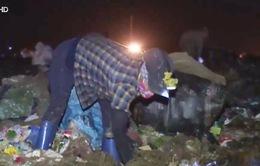 Trắng đêm mưu sinh ở bãi rác Nam Sơn, Hà Nội