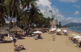 Dù, ghế lấn chiếm bãi biển - chấn chỉnh được không?