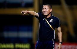 HLV Chu Đình Nghiêm bị cấm chỉ đạo 2 trận vì hành vi phản ứng trọng tài