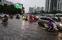 Hà Nội ùn tắc giao thông sau mưa lớn