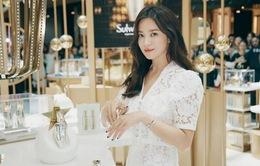 Song Hye Kyo bị cư dân mạng Hàn Quốc chỉ trích thậm tệ vì vui vẻ tại sự kiện