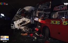 Xe khách tông xe tải khiến 2 người chết, QL1A kẹt xe kéo dài