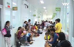 TP.HCM: Nắng mưa thất thường, nhiều trẻ nhập viện