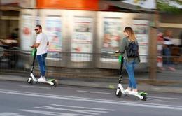 Người đi xe e-scooter có thể phải kiểm tra nồng độ cồn