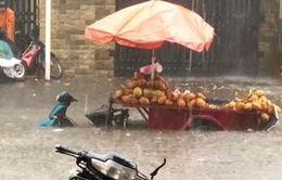 TP.HCM: Mưa lớn gây ngập nhiều tuyến đường