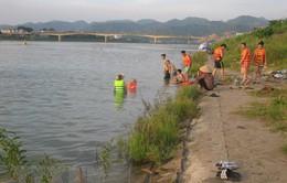 Vô tư tắm sông Đà dù có biển cấm