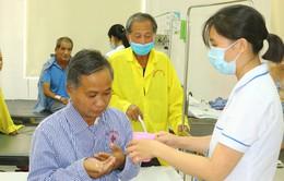 Giúp y sĩ người Lào chiến thắng bệnh lao phổi