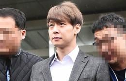 Park Yoochun chính thức bị kết án 2 năm tù treo