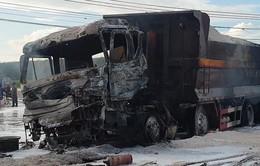 Xe ben đâm xe bồn gây cháy lớn, 2 người tử vong