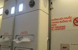 Bị phạt 4 triệu đồng vì hút thuốc trên máy bay