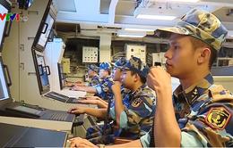Một buổi huấn luyện bảng chiến đấu tên lửa và ngư lôi trên tàu 016 Quang Trung