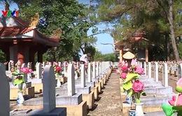 Buổi sáng với những người chăm sóc Nghĩa trang liệt sỹ Trường Sơn
