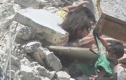 Bé gái Syria thiệt mạng khi cố cứu em trong ngôi nhà sập vì trúng tên lửa