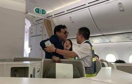 Nam hành khách có dấu hiệu say xỉn, quấy rối hành khách trên máy bay