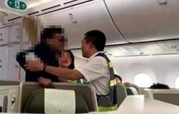 Hành vi sàm sỡ trên máy bay sẽ bị xử lý như thế nào?