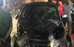 Ô tô gây tai nạn liên hoàn, 7 người bị thương
