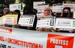 """Ấn Độ cấm """"ly hôn tức thì"""""""