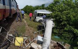 Tàu SE27 tông ô tô 16 chỗ, 3 người chết tại Bình Thuận