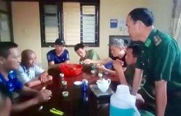 Quảng Ninh: Cứu nạn 6 ngư dân bị mắc kẹt trên bè nuôi thủy sản