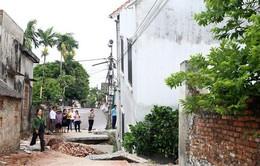 Hiện trường sụt lún làm nghiêng ngôi nhà 2 tầng tại Hà Nội