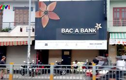 Truy tìm nam thanh niên nghi dùng súng cướp ngân hàng ở TP.HCM