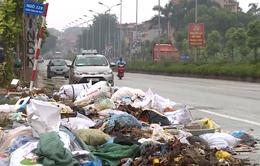 Nhiều tuyến phố tại Hà Nội ngập trong rác thải