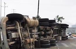 Hiểm họa rình rập từ xe container chở phế liệu trên quốc lộ