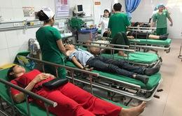 Chuyển các nạn nhân vụ xe du lịch đâm vào đuôi xe container ra Hà Nội điều trị