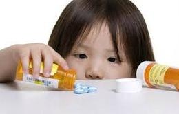 Nguy hiểm trong sử dụng kháng sinh cho trẻ không đúng cách