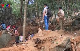 Công an Yên Bái chốt chặn, ngăn người dân lên núi khai thác đá quý trái phép