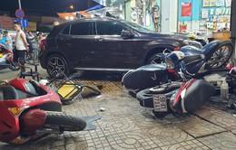 Nữ tài xế lái xe Mercedes tông hàng loạt xe máy ở Sài Gòn, nhiều người nhập viện