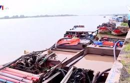 Vĩnh Long: Bắt giữ 11 phương tiện hút trộm cát