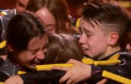 America's Got Talent 2019: Nhóm nhảy nhí giành được nút vàng đặc cách từ giám khảo khách mời