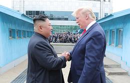 Tổng thống Donald Trump nhận thư từ Chủ tịch Triều Tiên Kim Jong-un