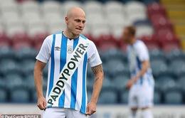 Huddersfield Town bị phạt vì vi phạm quy định về quảng cáo trên áo đấu
