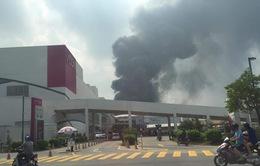 Cháy lớn ngùn ngụt gần Aeon Mall Long Biên, Hà Nội