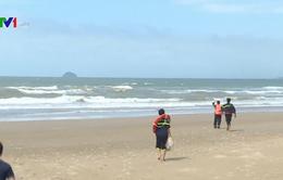 Nỗ lực tìm kiếm 2 du khách mất tích khi tắm biển ở Bình Thuận