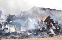 Bình Định: Cháy nhà kho chứa dăm gỗ