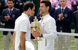 """Roger Federer """"gặp may"""" nhưng sẽ bị Novak Djokovic vượt qua"""