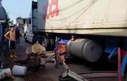 """Kinh hoàng xe container """"đại náo"""" quốc lộ 1, nhiều người khiếp vía"""