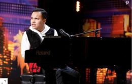 America's Got Talent 2019: Tiếng hát của ca sĩ mù khiến các giám khảo rơi nước mắt