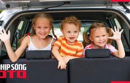 Cần làm gì để đảm bảo an toàn cho trẻ nhỏ khi ngồi ô tô?