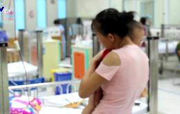 Chuyên gia nhi khoa chỉ ra sai lầm cha mẹ mắc phải khi dùng hạ sốt cho trẻ