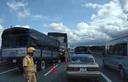 Tông vào đuôi xe tải đang dừng, một tài xế tử vong trên cabin