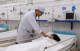 Bé gái 14 tuổi mang khối u nang nặng 3,5kg