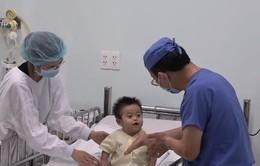 Ghép gan thành công cho trẻ sinh non từ người hiến là ông nội