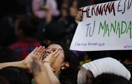 Biểu tình đòi bình đẳng giới bùng phát tại Mexico sau vụ cảnh sát cưỡng hiếp nữ sinh